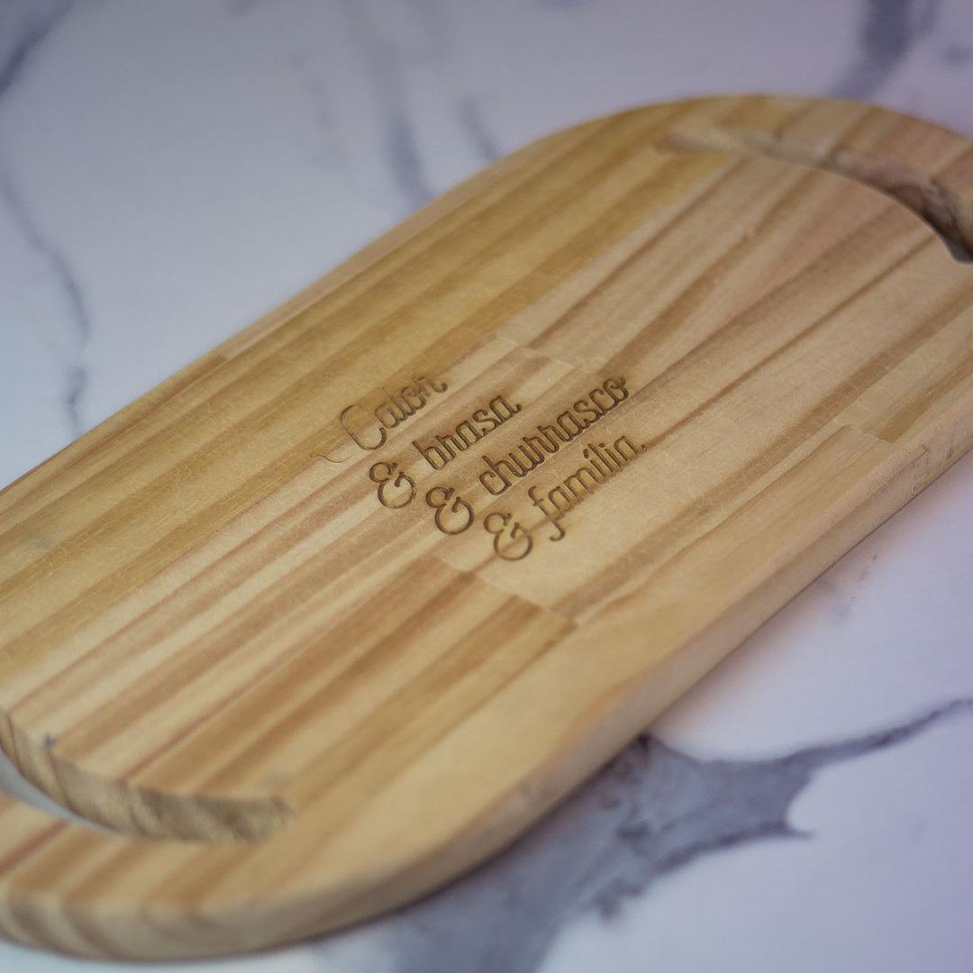 Imagem Tábua de madeira pinus personalizada